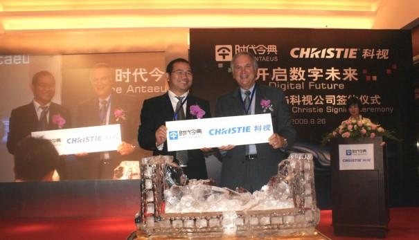 Zhang Baoquan, presidente de Antaeus (izda.) y Jack Kline, presidentes y COO de Christie (dcha.)