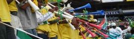 Vuvuzelas: las estridentes trompetas que desesperan a las televisiones