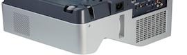 LV-8235 UST, el primer proyector de distancia ultracorta de Canon