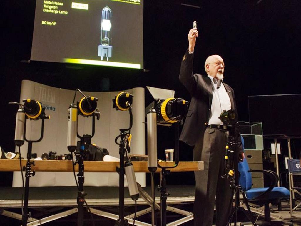 Dito weigert creatore di solaris 150w partecipa a un for Creatore di piano