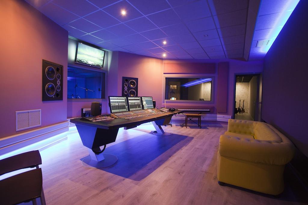 Css audiovisual technology dise a y equipa el estudio de - Disena studio ...