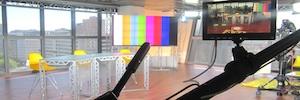 'Aquí en Madrid', emitido desde las Torres Puerta de Europa, instala un videowall con Christie MicroTiles