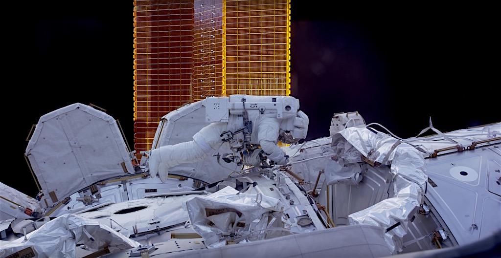 Nasa mostra imagens di rias dos astronautas na esta o for Mostra nasa