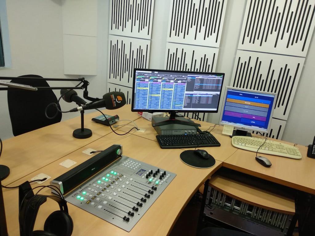 Radio San Vicente da su salto digital con AEQ Capitol IP - Panorama Audiovisual